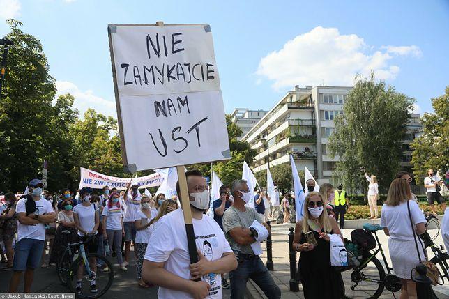 Protest medyków w Warszawie. Zamknięte ulice w centrum
