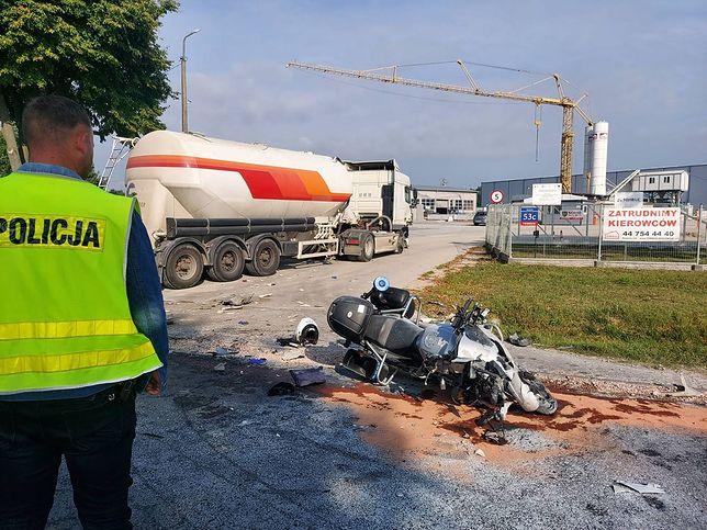 Łódzkie. Policjant na służbie poważnie ranny w wypadku. Pilnie potrzebuje krwi