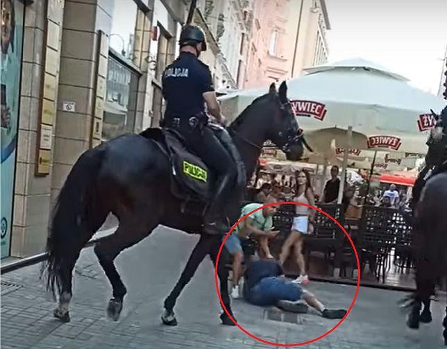 Interwencja policji konnej w Katowicach (youtube)