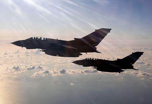 Kolejne naloty w Iraku i Syrii. USA wskazało cele. Wielka Brytania przeprowadziła pierwsze naloty