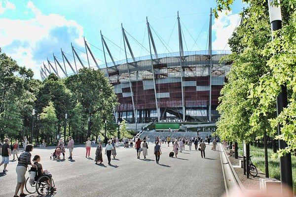 Mecz Polska - Gibraltar na Stadionie Narodowym w Warszawie. Utrudnienia w komunikacji