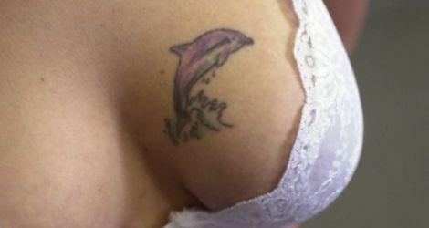 Delfin porwał kobietę