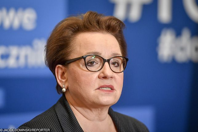 10 kwietnia 2019 roku. Drugi dzień strajku nauczycieli. Konferencja prasowa minister edukacji narodowej Anny Zalewskiej.