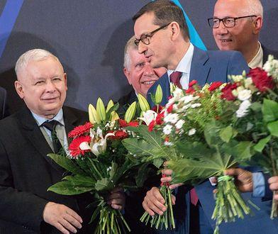 Jarosław Kaczyński (pierwszy z lewej) na konwencji PiS w Szczecinie.