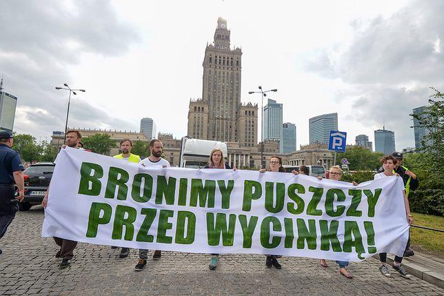 Policja chce ukarać 17 osób ws. blokowania maszyn w Puszczy Białowieskiej
