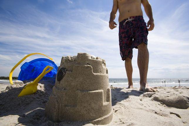 Absurdalne zakazy - budowanie zamków z piasku