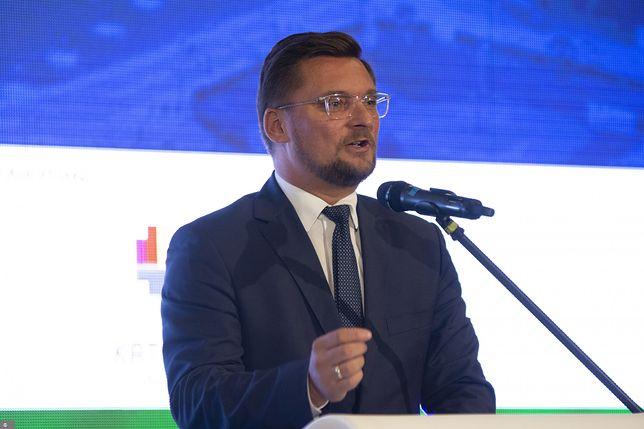 Prezydent Katowic zasłabł w trakcie sesji rady miasta. Marcin Krupa został zabrany karetką na badania