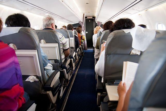 Sposób zajmowania miejsc w samolocie może mieć wpływ na zarażenie się od współpasażera