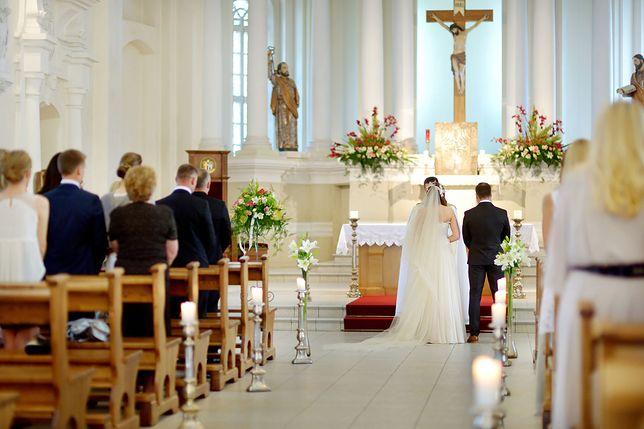 """Powstanie lista piosenek zakazanych na ślubach. Będzie obowiązywał """"zbiór stosownych przepisów Kościoła"""""""