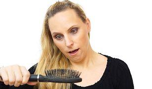 Wypadanie włosów: kiedy powinnyśmy zacząć się martwić