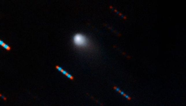 Kometa pochodząca spoza Układu Słonecznego jest otoczona cyjanem