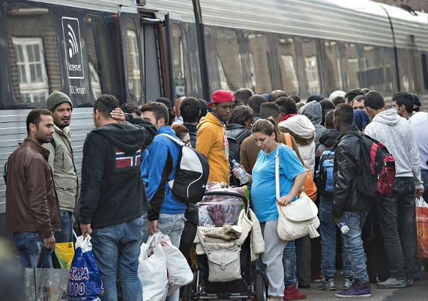 Uchodźcy na stacji kolejowej w Danii