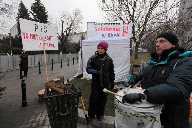 Protest Obywateli RP przed gmachem Sejmu.