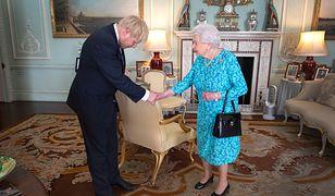 Królowa Elżbieta II powitała Borisa Johnsona. Uwagę zwróciło coś innego