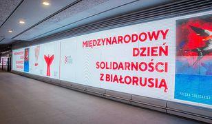 Warszawa. Akcja solidarności z Białorusią na pl. Zamkowym