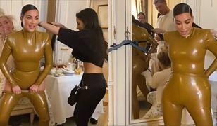 Kim Kardashian próbuje naciągnąć lateksowe spodnie na pupę