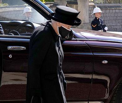 Samotna królowa Elżbieta. Członkowie rodziny królewskiej ruszają ze wsparciem