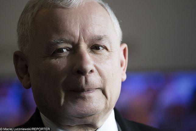 Strajk kobiet w całej Polsce. Jarosław Kaczyński broni kościołów