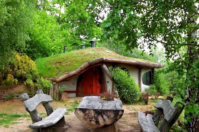Nietypowe miejsca noclegowe - Hobbitówka, Krzywcza