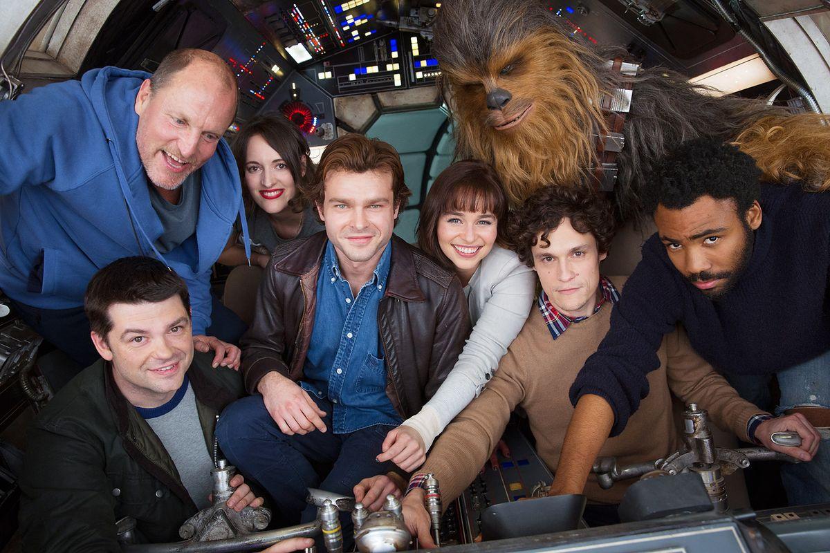 """Alden Ehrenreich jako Han Solo. Pierwsze zdjęcie młodej wersji bohatera """"Gwiezdnych wojen"""" [FOTO]"""