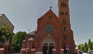 Poznań. Zniszczono baner na bramie kościoła w Poznaniu
