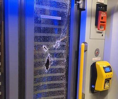 Katowice. Pijana kobieta zniszczyła wagon tramwajowy. Nie wie, dlaczego