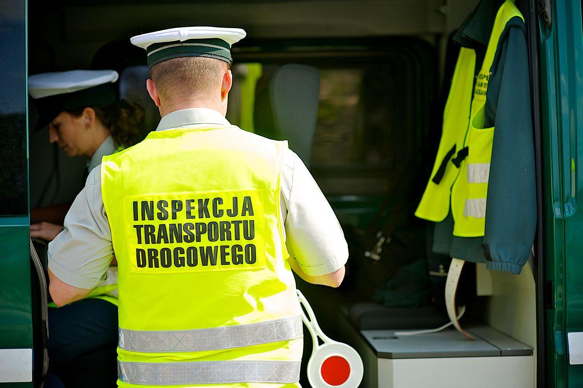Kierowca tira jechał na trzech kartach. Inspektorzy nałożyli na niego mandaty na 10 tys. zł