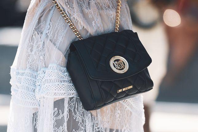 Dodatki Moschino uchodzą za luksusowe - teraz torebkę tej marki kupisz taniej