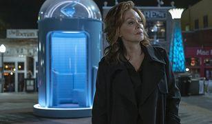 """""""Watchmen"""": co się stało z Laurie Blake i skąd się wzięła ta niebieska zabawka? Jean Smart komentuje"""