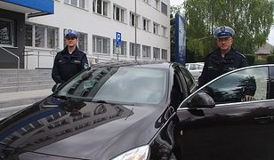 St. asp. Jerzy Gielowski i sierż. Jakub Jabłoński pilotowali pojazd z kobietą, duszącą się na skutek ugryzienia przez szerszenie