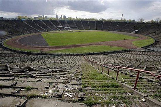 Borowski do dymisji, bo nieradzi sobie z budową stadionu