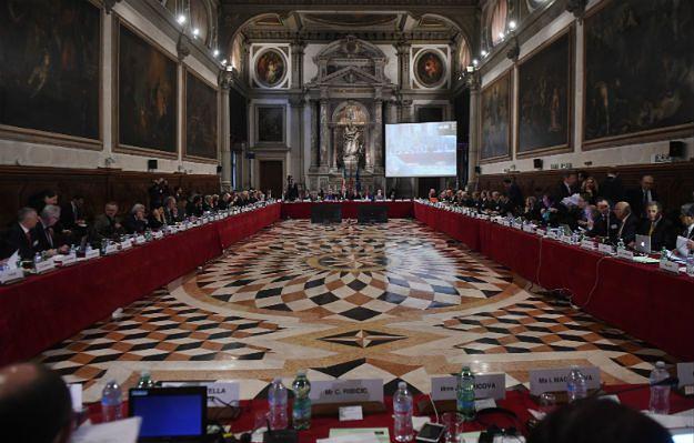 Paweł Kukiz o opinii Komisji Weneckiej: szefowie klubów powinni zamknąć się w sali i nie wychodzić, aż osiągną kompromis