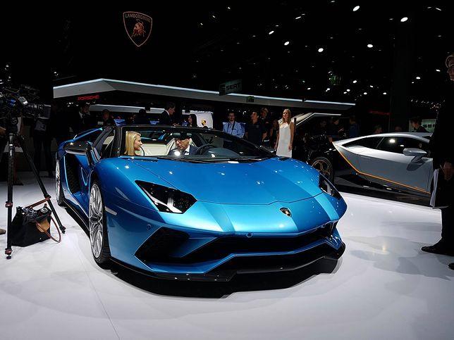 Roadster o mocy 730 KM. Włosi przeszli samych siebie z Lamborghini Aventadorem S bez dachu