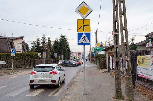 Błędne użycie kierunkowskazu na skrzyżowaniu grozi mandatem