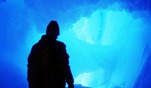 Szwajcarzy przykrywają lodowiec kocami, żeby nie stopniał - wideo