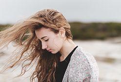 Mąka ziemniaczana na włosy. Jak ją zastosować? Poznaj sposób na piękne i gładkie pasma