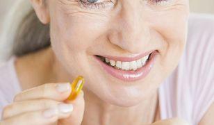 Badanie: na objawy menopauzy Polki stosują głównie suplementy diety