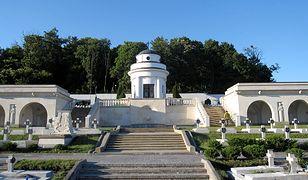 Lwów: Polscy studenci zatrzymani na Cmentarzu Orląt. Chcieli odpalić race