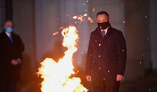 """Andrzej Duda śpiewa przy ognisku. """"Rozpalmy tu, rozpalamy tu - ogień, ogień, ogień"""""""