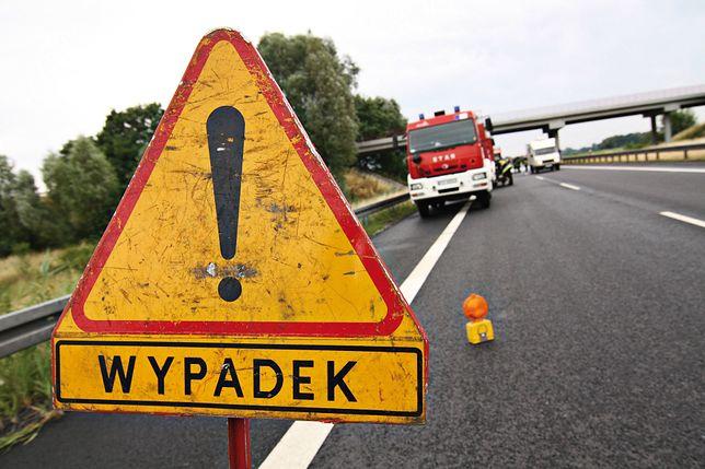 Kłodzko: Wypadek na drodze. Ciężarówka przewrócona przez wiatr.