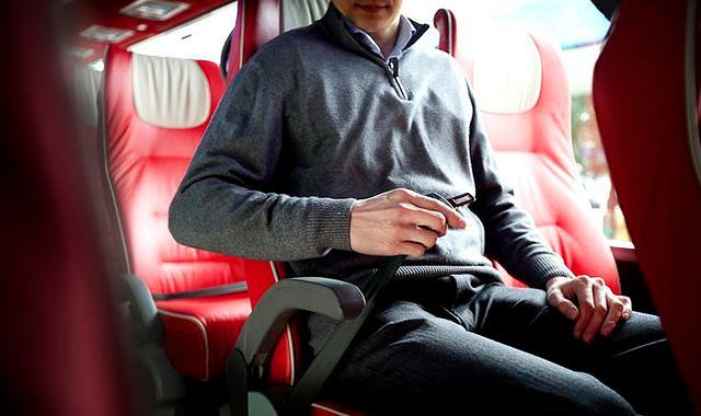 Zapinanie pasów obowiązkowe również w autokarze
