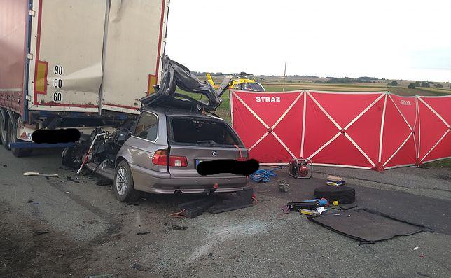 Wrocław. Kolejny śmiertelny wypadek na krajowej ósemce. Samochód wjechał w stojącą ciężarówkę