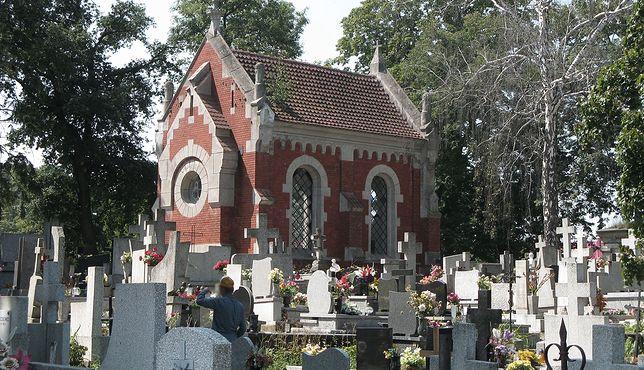 Lipno. Zbiorowa kwarantanna w budynku przy cmentarzu (Margoz)