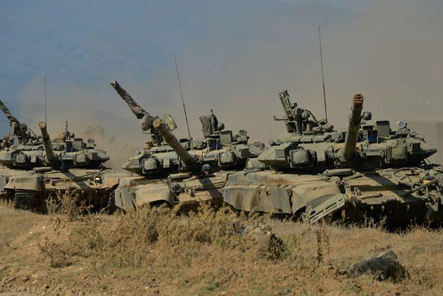 Rosyjskie czołgi podczas sierpniowego niezapowiedzianego sprawdzianu gotowości bojowej