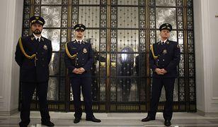 Komendant Straży Marszałkowskiej będzie mógł odmówić wstępu do parlamentu gościom posłów i senatorów