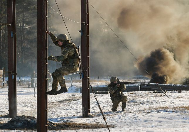 Szkolenie ukraińskich żołnierzy na poligonie na północ od Czernihowa