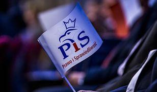 Rafał Bebak, kandydat PiS do Rady Miasta Jaworzno, zmarł w trakcie klejenia plakatów wyborczych.