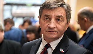 Marek Kuchciński chce wręczyć posłom odznaki