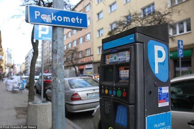 Pobieranie opłat za parkowanie w weekendy niezgodne z prawem