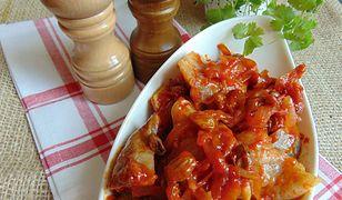 Śledzie z rodzynkami w sosie pomidorowym. Tak pysznych jeszcze nie próbowaliście